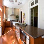 дизайн узкой кухни фото интереьра