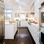 дизайн узкой кухни оформление фото
