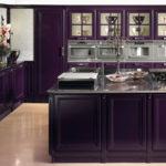 Темная фиолетовая кухня