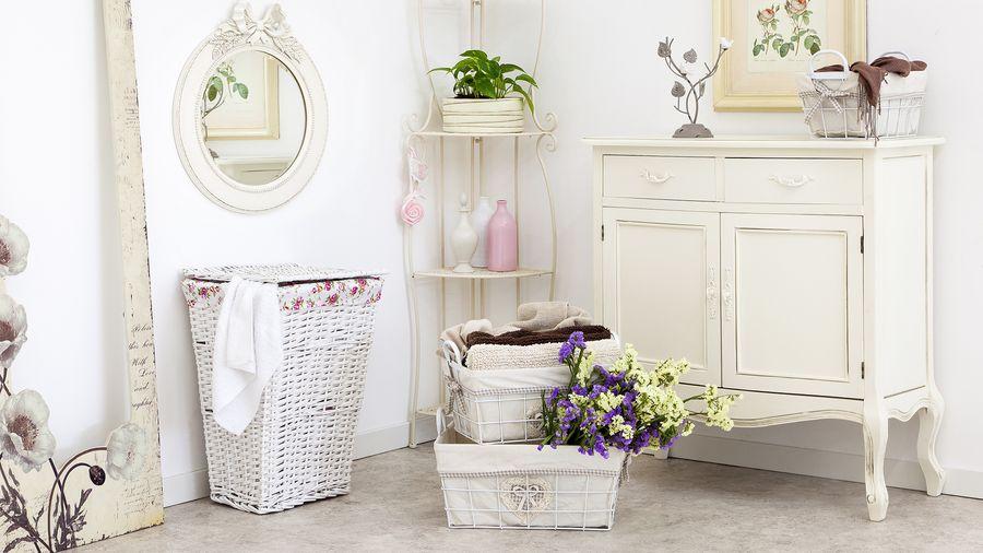 Декор ванной комнаты корзинки из газетных трубочек