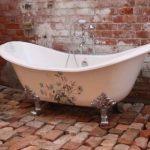 Декор ванной комнаты винтажный декупаж чугунной ванны