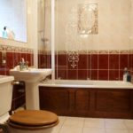 Бежевый и красный цвет при оформлении ванной комнаты