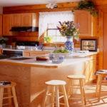 Дизайн кухни в частном доме Г-образная конфигурация гарнитура