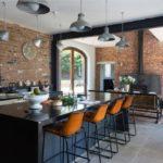 Дизайн кухни в частном доме лофт островная планировка с бар-стойкой