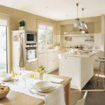 Дизайн кухни в частном доме угловая планировка и остров с бар-стойкой