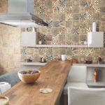 фартук из плитки на кухне интерьер идеи