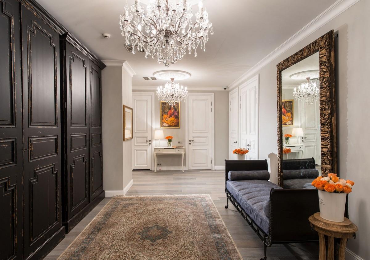 классический холл в частном доме