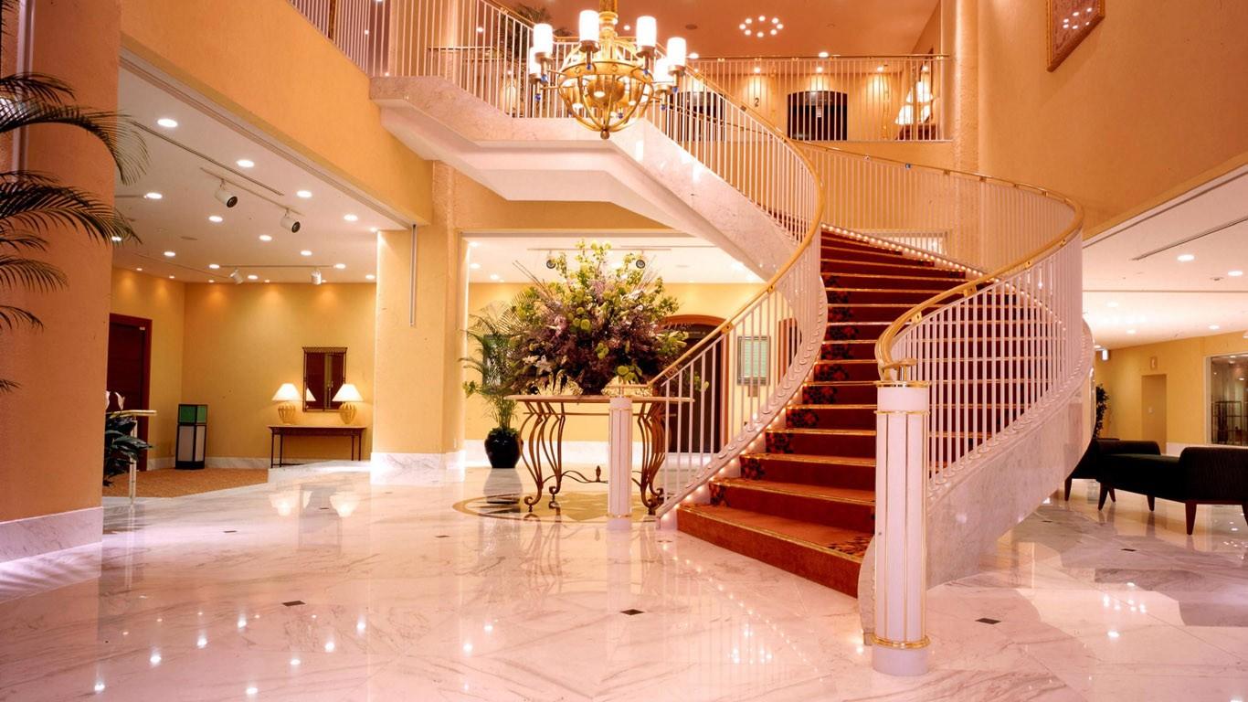 роскошный холл в частном доме