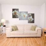 Картины в интерьере гостиной асимметричный триптих