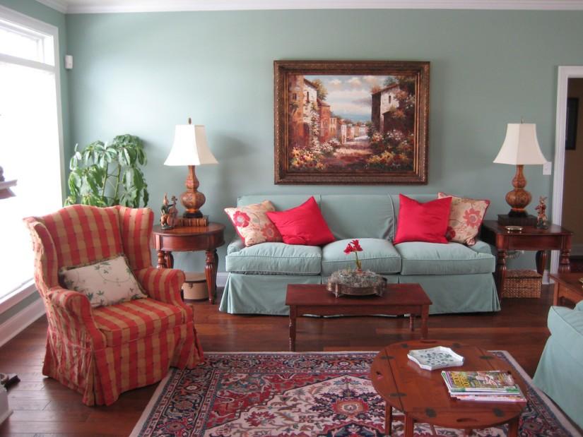 Картины в интерьере гостиной багет
