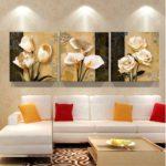Картины в интерьере гостиной цветочный триптих