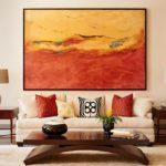 Картины в интерьере гостиной с абстрактным пейзажем