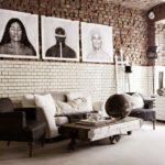 Картины в интерьере гостиной триптих из постеров