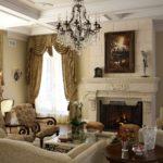 Картины в интерьере гостиной в классическом стиле над камином