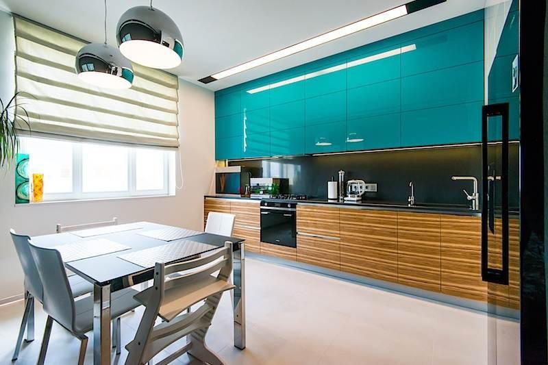 кухня гостиная с бирюзовыми фасадами