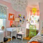 Оформление детской комнаты девочки с письменным столом и зоной для рукоделия
