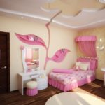 Оформление детской комнаты для девочки с туалетным столиком и балдахином