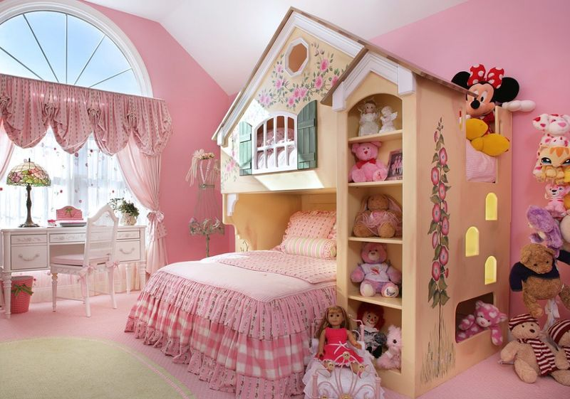 Оформление детской комнаты для девочки в розовых тонах