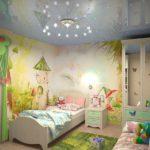 Оформление детской комнаты с фотообоями и натяжным потолком