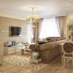 Оформление гостиной с мягким диваном и люстрой с плафонами
