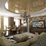 Оформление гостиной с мягким уголком отдыха и ростральными колоннами