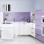 Светлая нежно-фиолетовая кухня