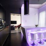 Нежно-фиолетовая кухня со