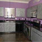 Фиолетовая кухня с темным цветом