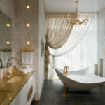 Современный дизайн ванной комнаты в стиле модерн с кафельным полом