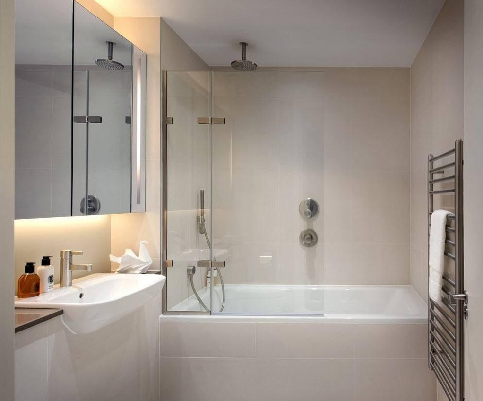светлый декор ванной комнаты с душем