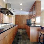 узкая кухня идеи фото