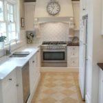 узкая кухня интерьер фото