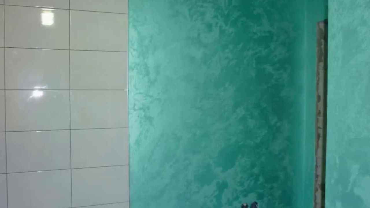 идея применения необычной декоративной штукатурки в интерьере ванной