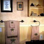 вариант использования яркой декоративной штукатурки в интерьере ванной фото