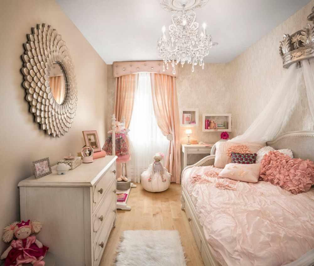 вариант яркого декора спальной комнаты для девочки