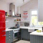 вариант красивого дизайна красной кухни фото