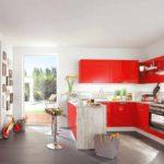 вариант красивого декора красной кухни фото