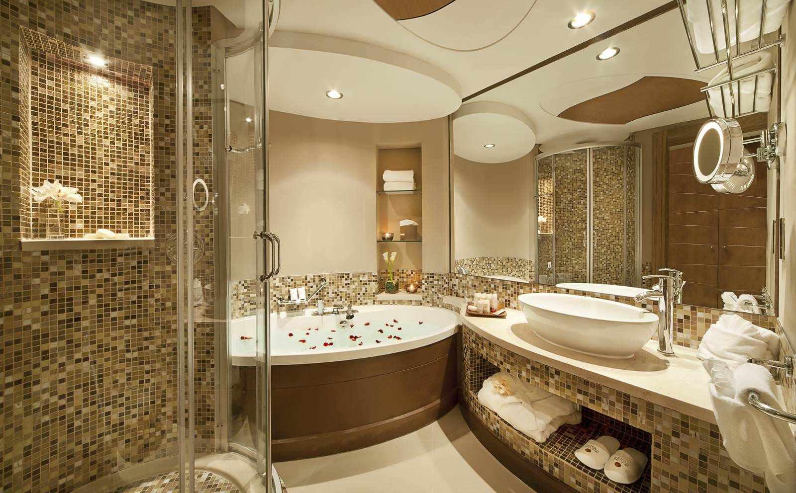 идея светлого интерьера ванной комнаты