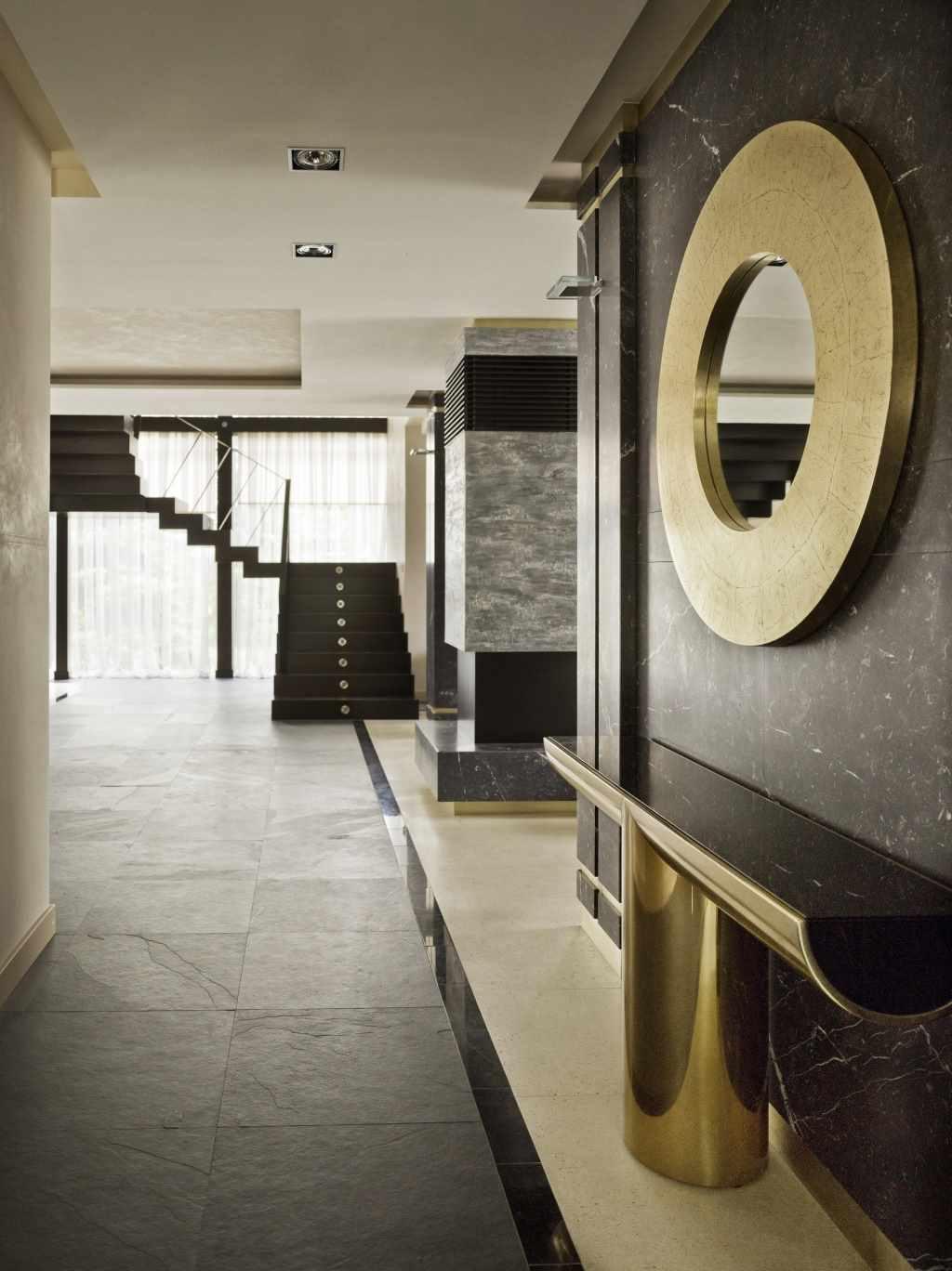 идея светлого декора коридора в частном доме