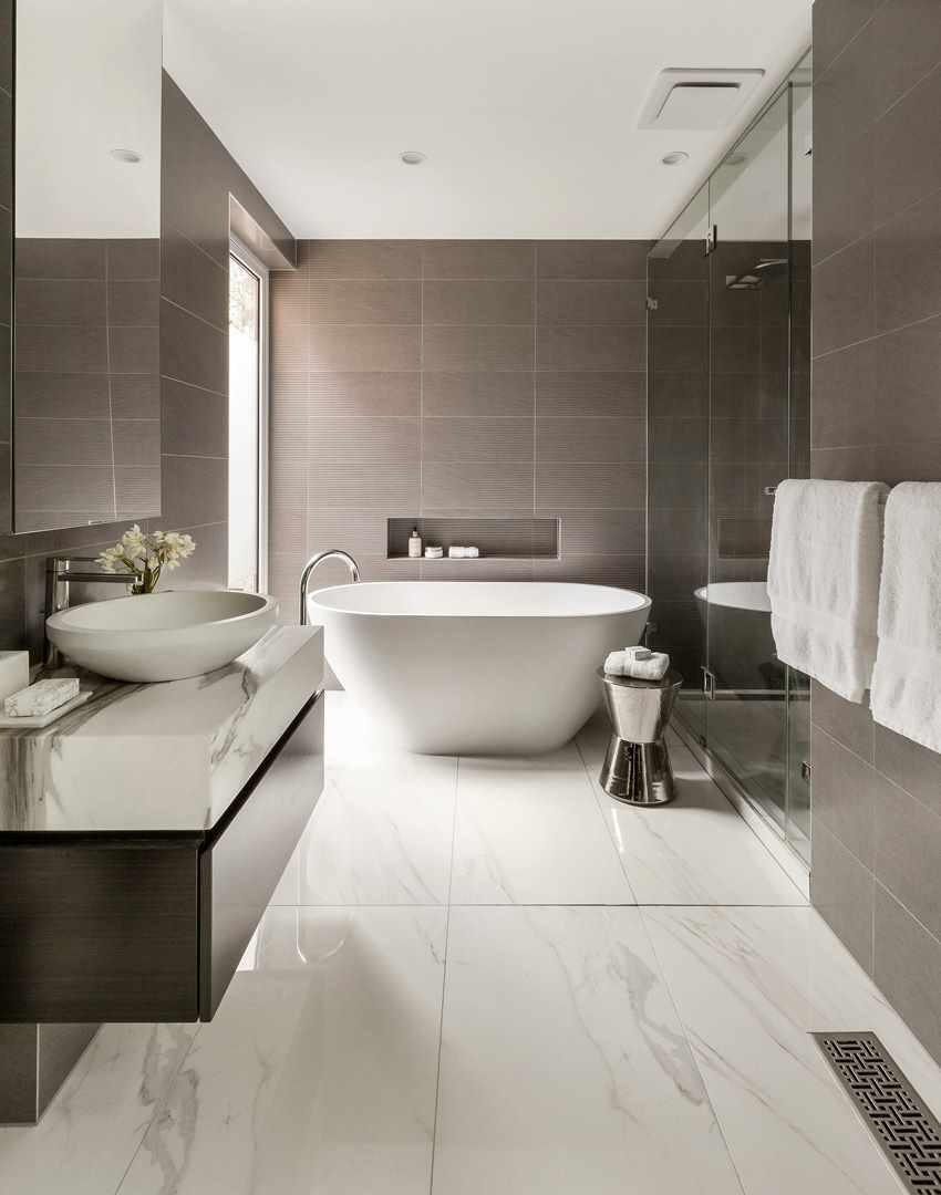 вариант яркого дизайна ванной комнаты
