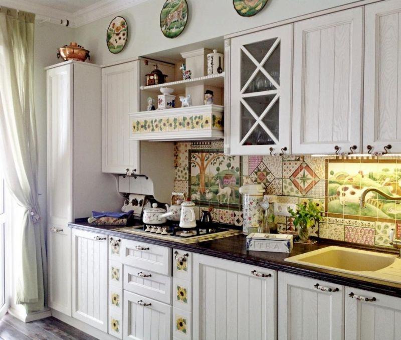 кухня с декором фото интерьер