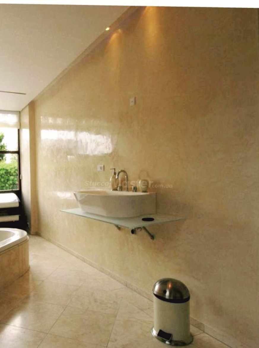 пример применения необычной декоративной штукатурки в интерьере ванной комнаты