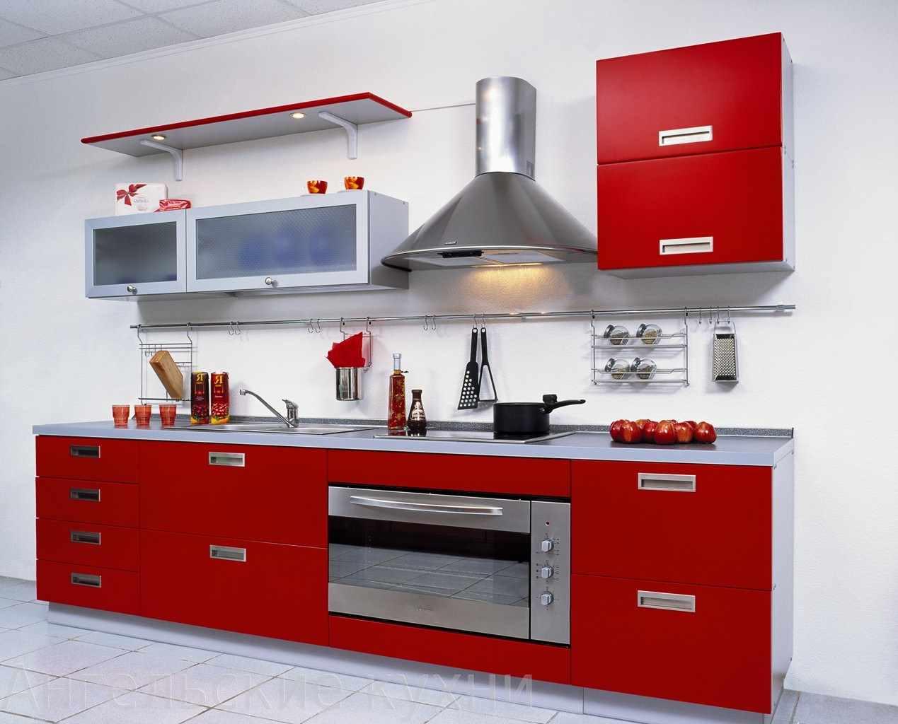 пример необычного дизайна красной кухни