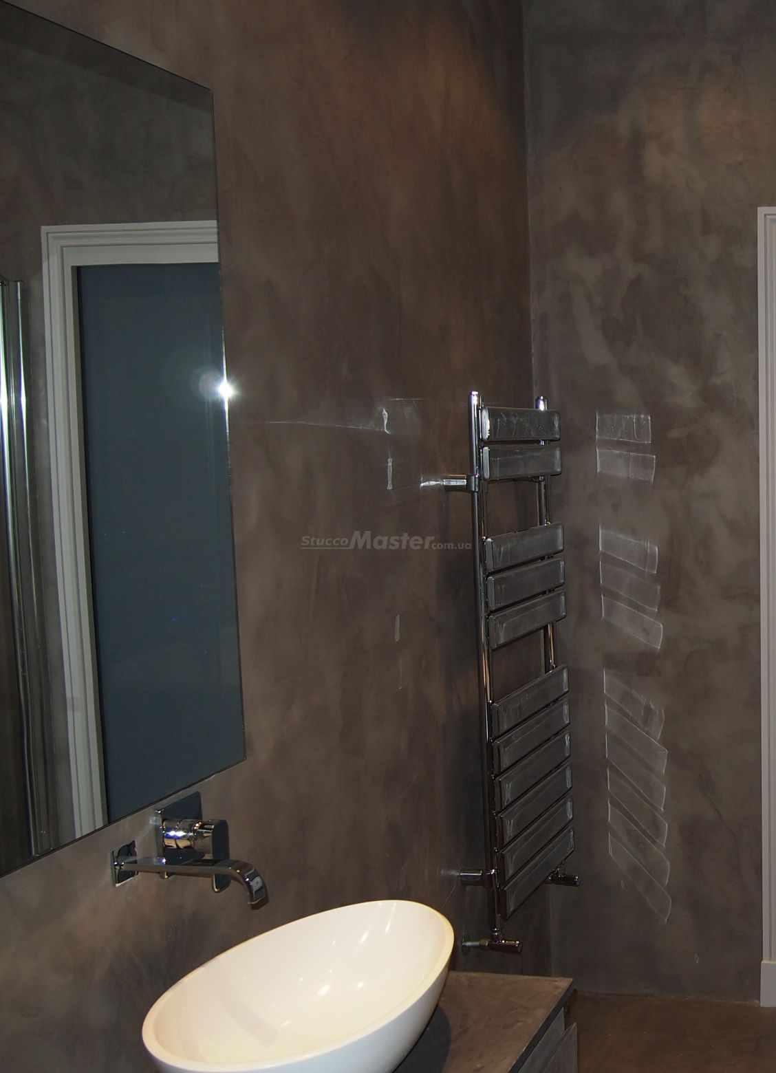 вариант использования красивой декоративной штукатурки в дизайне ванной комнаты