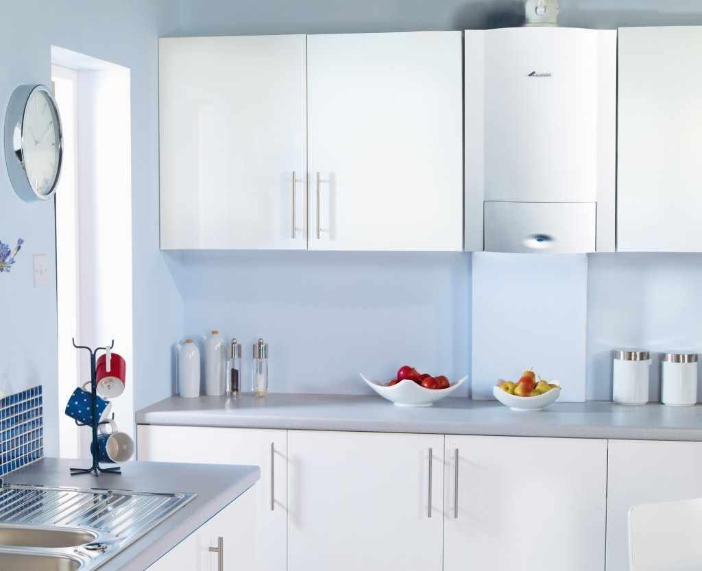 идея светлого стиля кухни с газовым котлом