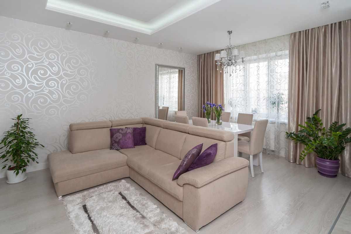 идея яркого интерьера обоев для гостиной