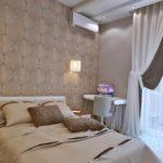 идея светлого декора спальной комнаты 15 кв.м фото