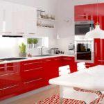 идея яркого декора красной кухни фото