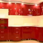 пример красивого интерьера красной кухни картинка