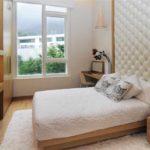 вариант яркого интерьера спальни 15 кв.м фото